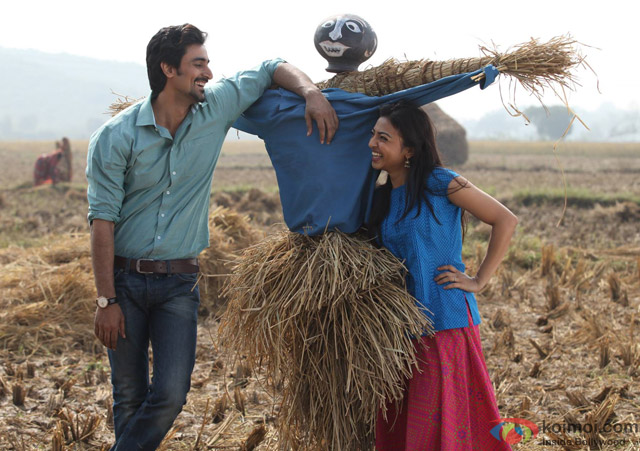 Kunal Kapoor and Radhika Apte in a still from movie 'Kaun Kitney Paani Mein'