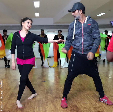 Madhuri Dixit and Akshay Kumar rehearsal for the concert
