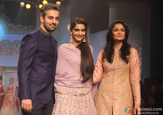 Sonam Kapoor Walks The Ramp At IIJW Grand Finale