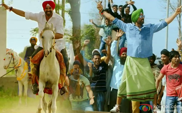 Akshay Kumar in a 'Tung Tung Baje' song still from movie 'Singh Is Bliing'