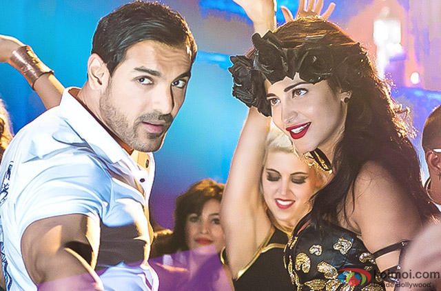 John Abraham and Shruti Haasan in a still from movie 'Welcome Back'