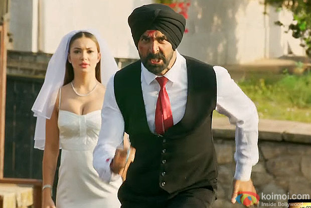 Amy Jackson and Akshay Kumar in a still from movie singh is bling