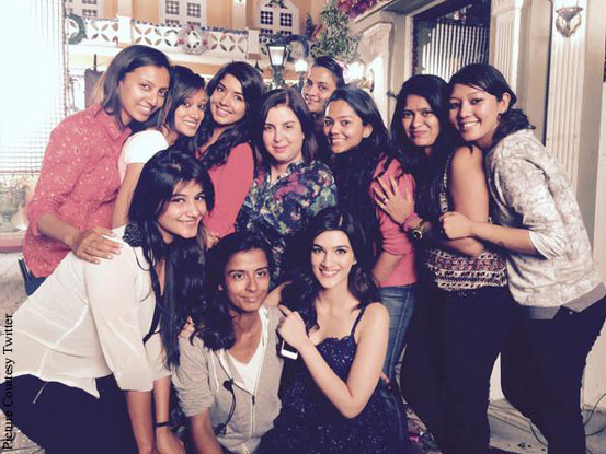 Farah Khan and Kriti Sanon on the sets of 'Dilwale'