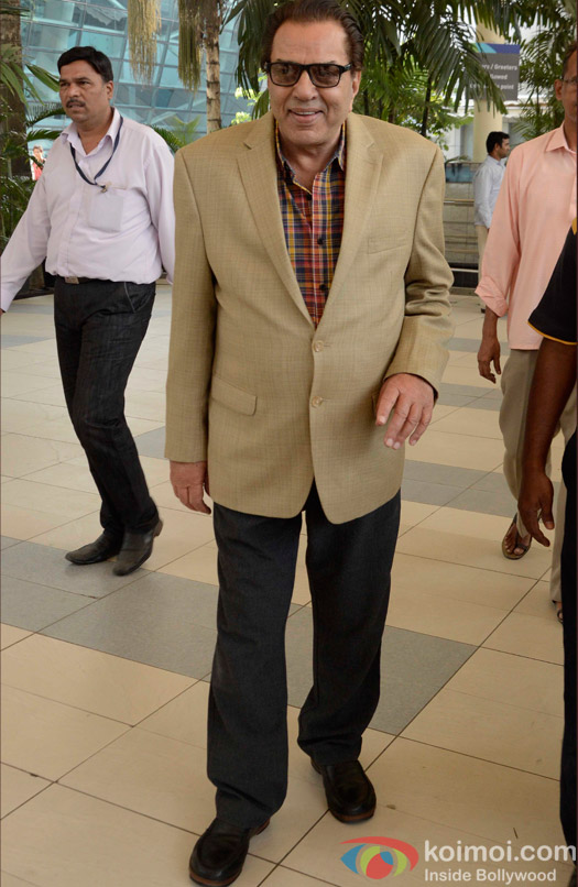 Dharmendra Spotted At Airport