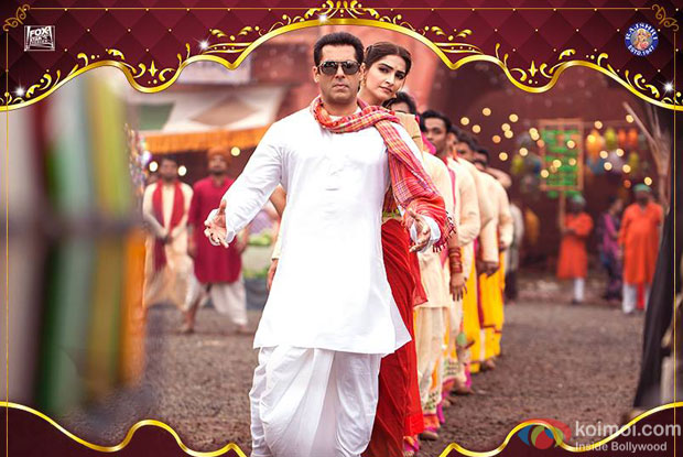 Salman Khan and Sonam Kapoor in a still from 'Prem Ratan Dhan Payo'