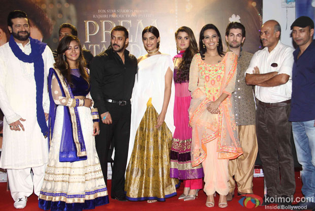 Armaan Kohli, Salman khan, Sonam Kapoor, Swara Bhaskar, Neil Nitin Mukesh and Sooraj Barjatya during the promotion of film Prem Ratan Dhan Payo