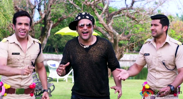Tusshar Kapoor, Krishna Abhishek and Aftab Shivdasani in a still from movie 'Kyaa Kool Hain Hum 3'