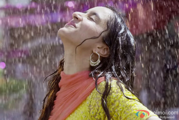 http://static.koimoi.com/wp-content/new-galleries/2016/03/witness-the-romantic-shades-of-sab-tera-from-baaghi-1.jpg