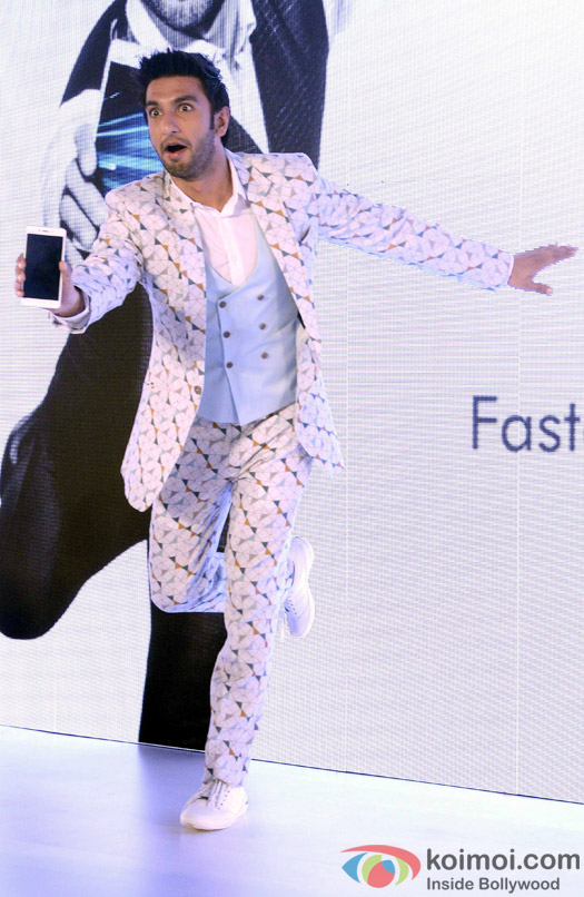 http://static.koimoi.com/wp-content/new-galleries/2016/04/ranveer-singh-launches-vivo-smart-phone-1.jpg