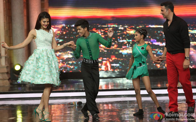 Jacqueline Fernandez and Akshay Kumar during the promotion of film 'Housefull 3' on the sets of 'India's Got Talent'