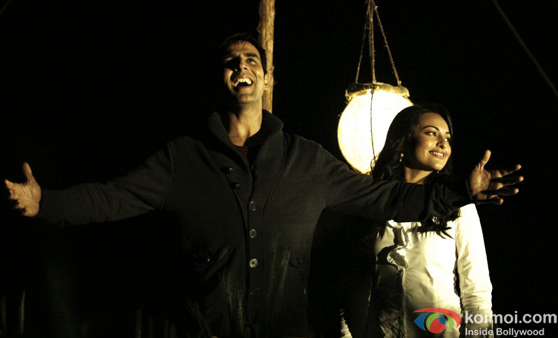 Akshay-Sonakshi's Namastey England Postponed; Find Out Why!