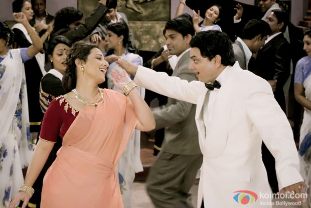 Vidya Balan and Mangesh Desai in a Bholi Surat Dil ke Khote song still from Ekk Albela