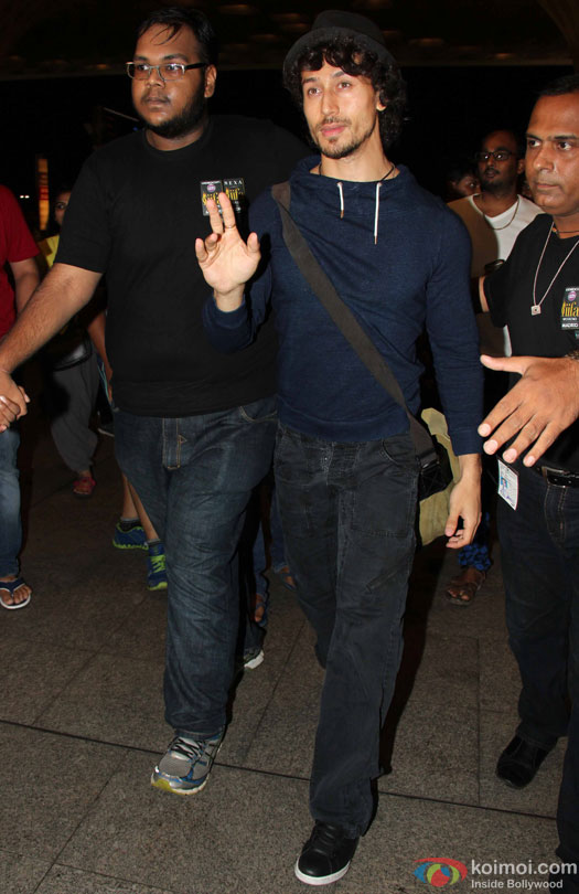 Tiger Shroff at airport leave for IIFA 2016