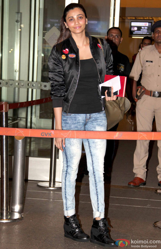 Daisy Shah at airport leave for IIFA 2016