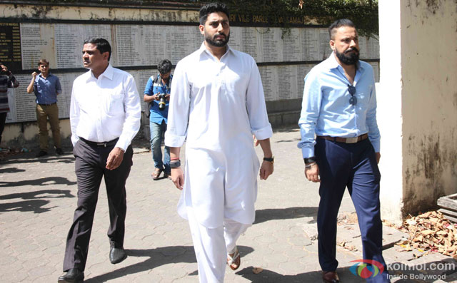Abhishek Bachchan during the Funeral of Trade Analyst Vikas Mohan