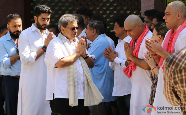 Abhishek Bachchan and Subhash Ghai during the Funeral of Trade Analyst Vikas Mohan