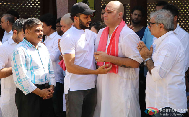 Riteish Deshmukh during the Funeral of Trade Analyst Vikas Mohan