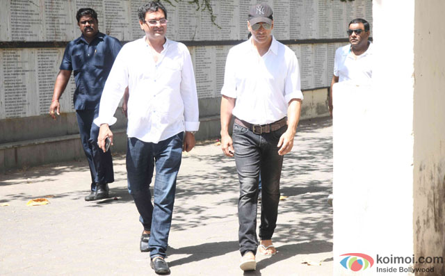 Akshay Kumar during the Funeral of Trade Analyst Vikas Mohan