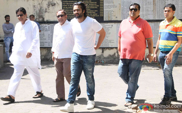 Vashu Bhagnani and Jackky Bhagnani during the Funeral of Trade Analyst Vikas Mohan