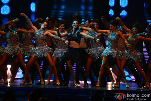 Daisy Shah at IIFA Rocks 2016