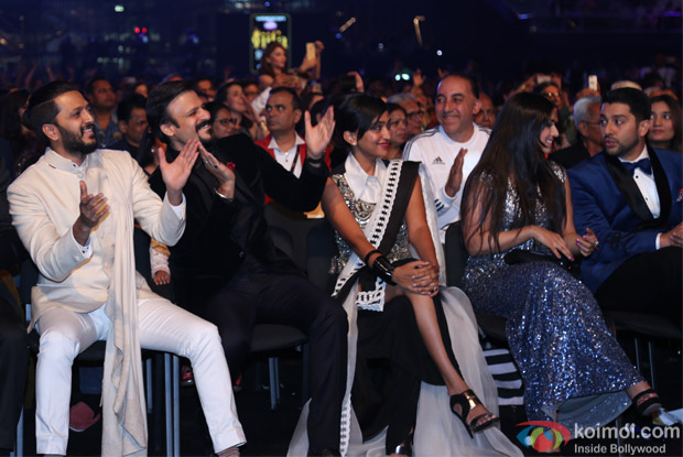 Ritesh Deshmukh and Vivek Oberoi at IIFA Rocks 2016