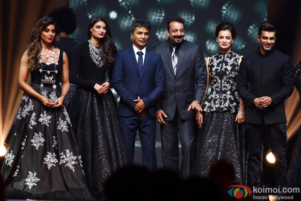 Bipasha Basu, Athiya Shetty, Diya Mirza, Sanjay Dutt and Karan Singh Grover at IIFA Rocks 2016
