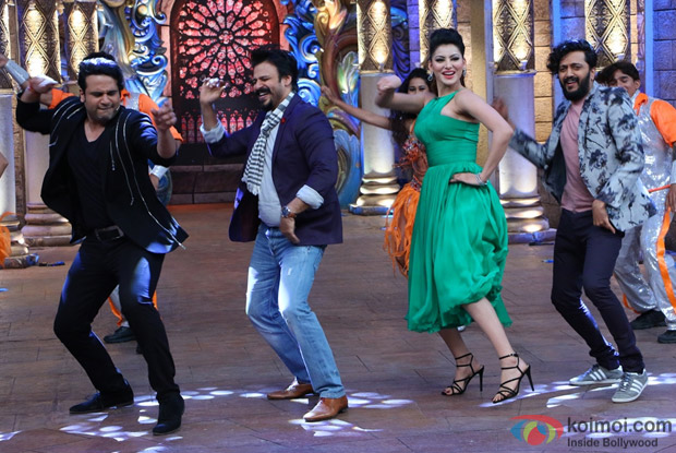 Ritesh Deshmukh, Vivek Oberoi, Urvashi Rautela, Bharti and Krishna on the sets of Comedy Nights Bachao