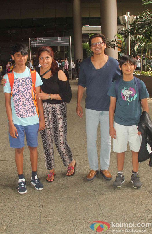 Shaan aling with his family Spotted at Airport