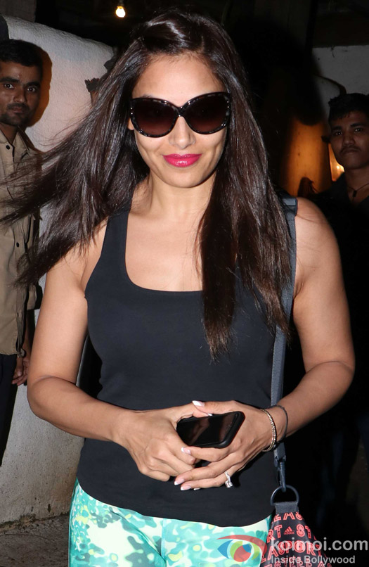 Bipasha Basu Spotted at Hakim's Aalim salon Bandra