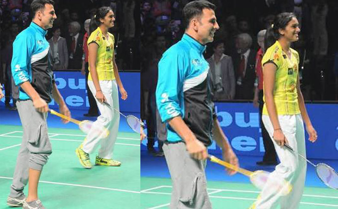 Akshay's badminton moment with Sindhu