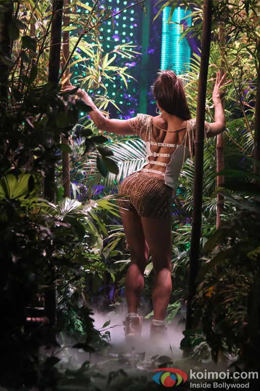 Jacqueline Fernandez sizzles in new song Beat Pe Booty from A Flying Jatt