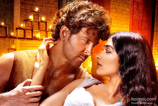 Hrithik roshan and Pooja Hegde in a still from Mohenjo Daro