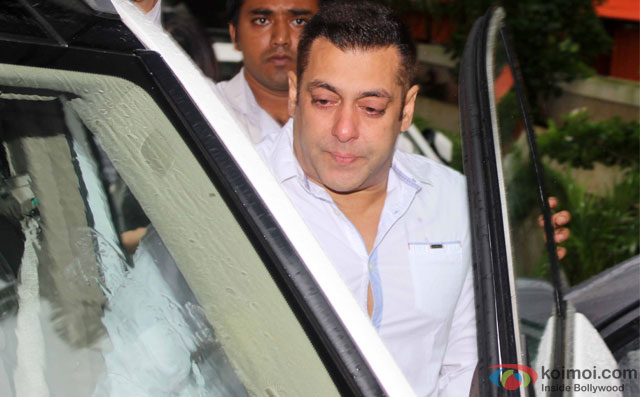 Salman Khan at Prayer Meet for filmmaker Rajjat Barjatya