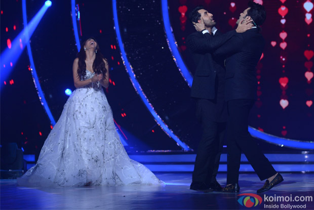 Jacqueline Fernandez, Manish Paul and Ranbir Kapoor on the sets of Jhalak Dikhhla Jaa