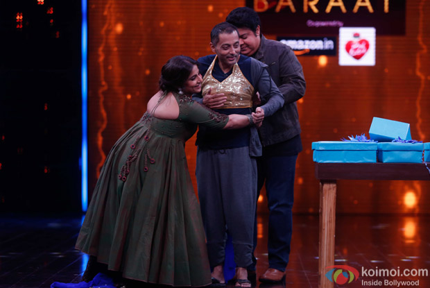 Vidya balan and Sujoy Ghosh during the promotion of Kahaani 2 on the sets of Yaaron Ki Baraat