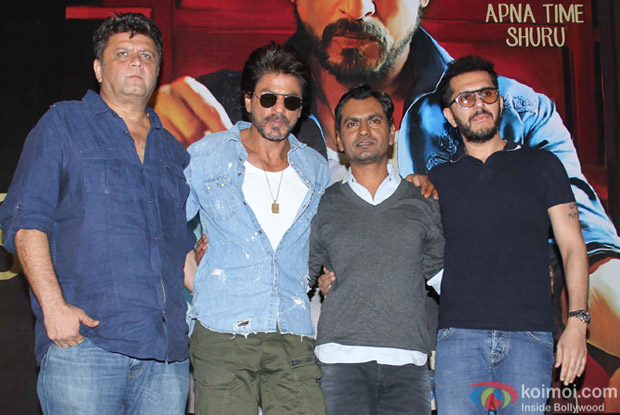 Shah Rukh Khan, nawazuddin Siddiqui and Rahul Dholakia during the Trailer launch of Raees