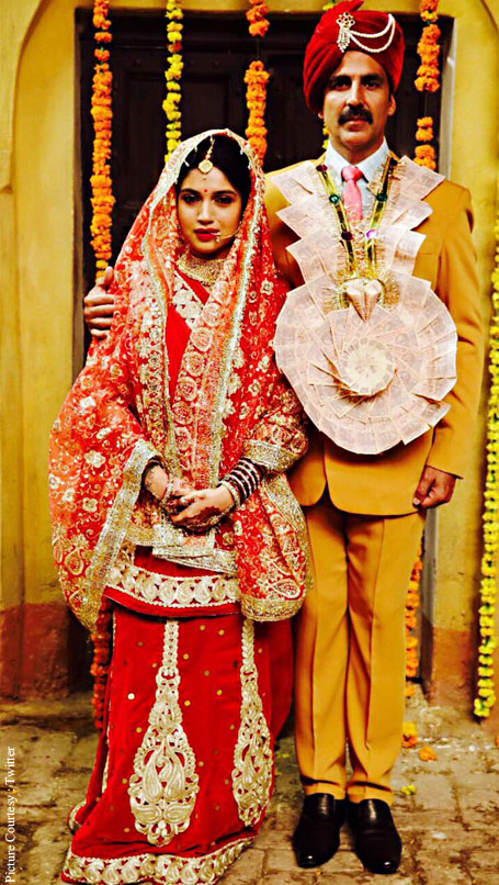 Here is Akshay-Bhumi's first look from Toilet: Ek Prem Katha