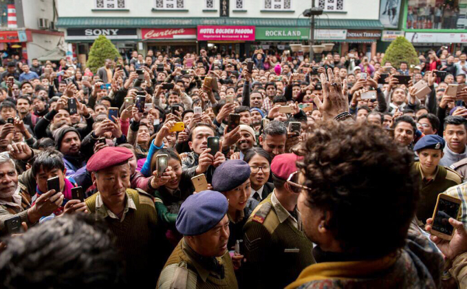 Irrfan Khan gets mobbed at Gangtok!