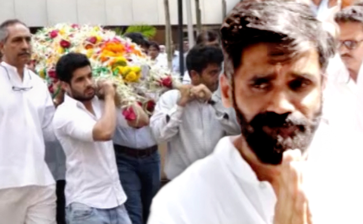 Veerappa Shetty's Funeral Footage: Suniel Shetty Breaks Down