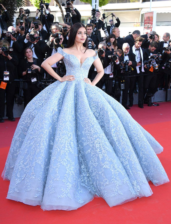 Aish flaunts her beautiful gown in Cannes 2017