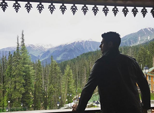 Pictures: Sidharth Malhotra & Manoj Bajpayee Wrap-Up The Kashmir Schedule Of Aiyaary