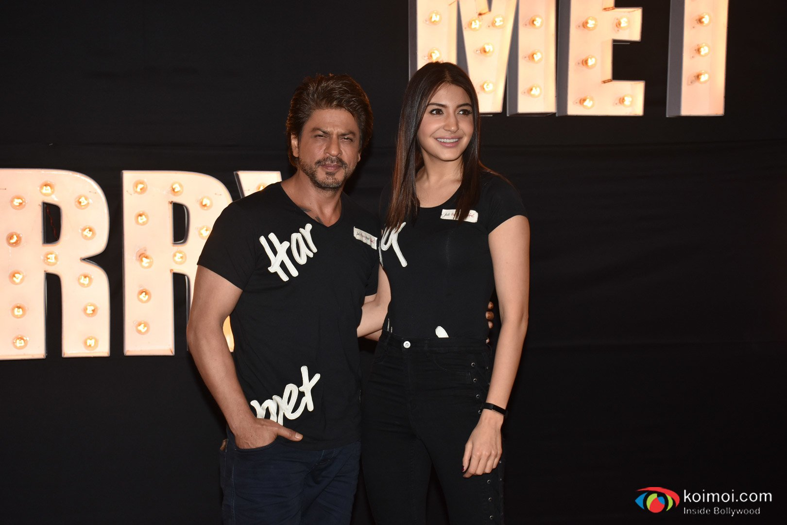 Shah Rukh and Anuskha Groove to the beat of Beech Beech Mein