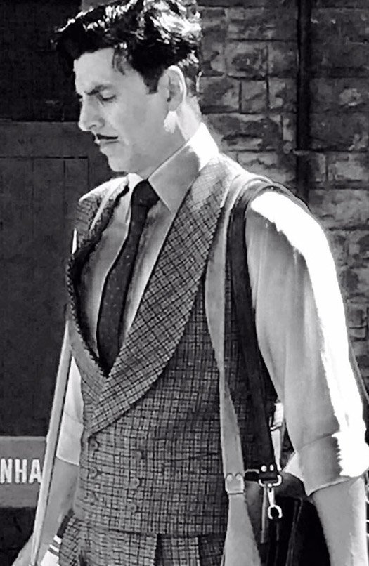 Akshay Kumar Goes Vintage For Gold | Shares A Black & White Picture Of His Look!