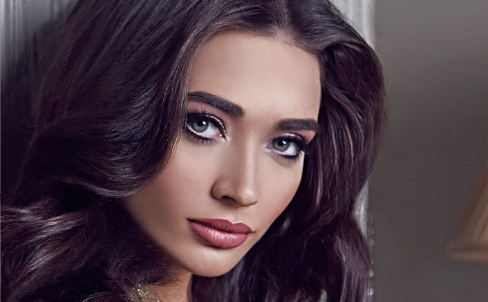 Amy Jackson to learn to drive a crane for Shankar's 2.0!