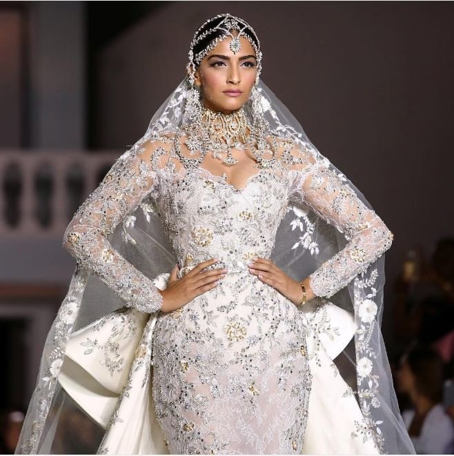 Can you handle Sonam Kapoor looking this royal?