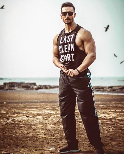 Koimoi's Daily Dose With Chai: Tiger Shroff Flaunts His Got Hot Body