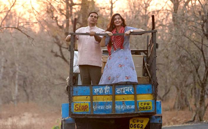 Box Office - PadMan picks up further on Saturday, headed for a 40 crore weekend