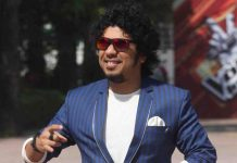"Singer Papon regrets ""inappropriately kissing"" minor girl as complaint is filed"