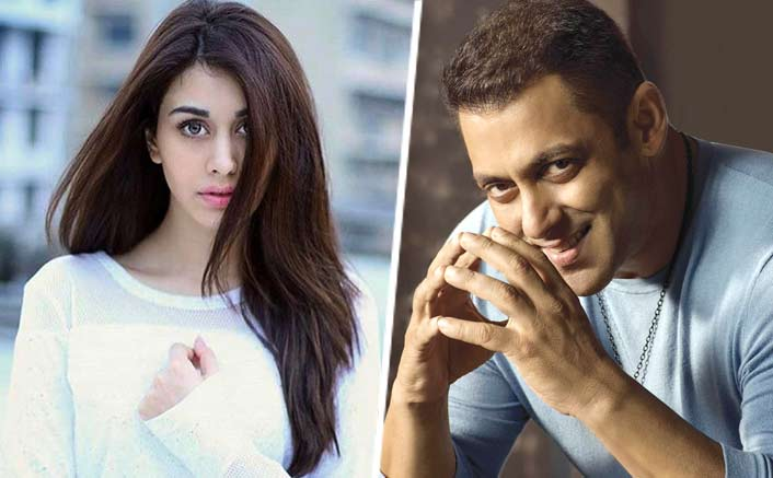Loveratri Stars Warina Hussain And Aayush Sharma Pose Together. See Pic