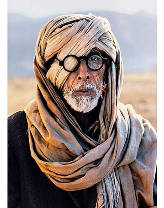 The Truth Behind Amitabh Bachchan's 'Viral Pic' From Thugs Of Hindostan